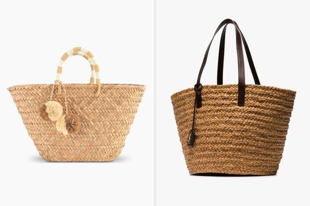 """A bolsa da esquerda é produzida a partir erva marinha natural e tem uma alça de lã que combina com os """"pom-poms"""". A bolsa da direita é fabricada a partir de palha e tem uma alça de couro."""
