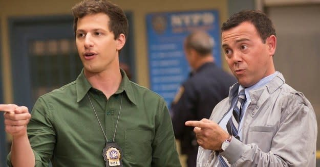 "Imagem de Jake Peralta e Charles Boyle, da série ""Brooklyn Nnine-Nine""."