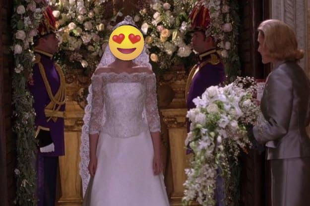 Cena de uma noiva entrando na igreja.