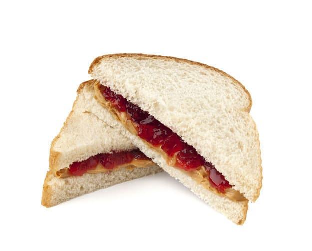 Sanduíche cortado na diagonal
