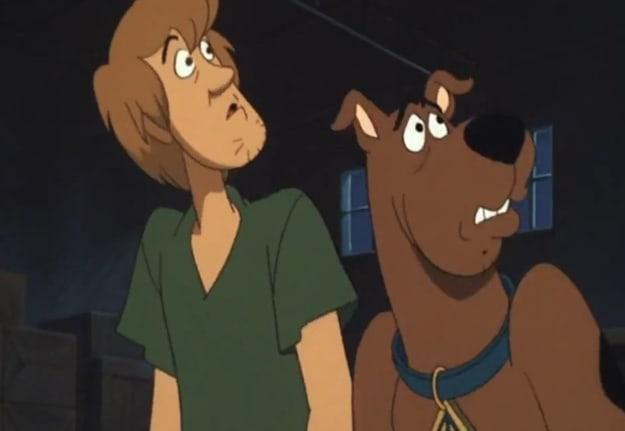 Imagem de Salsicha ao lado do Scooby-Doo.