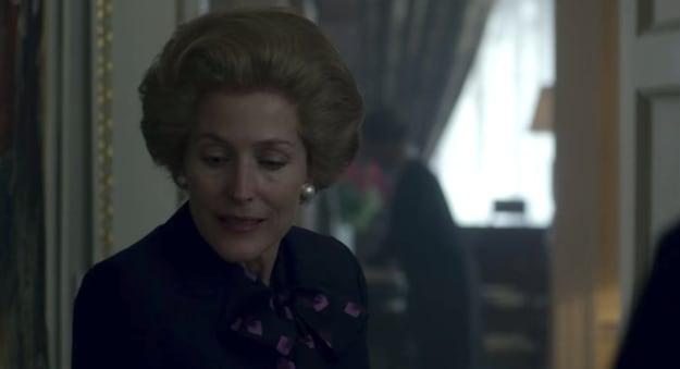 """Margaret Thatcher no Castelo de Balmoral em cena de """"The Crown""""."""