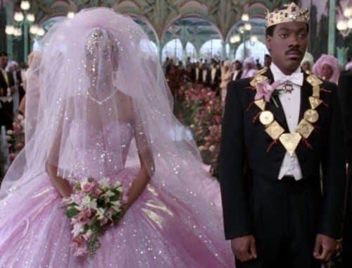 Akeem e Lisa no altar do casamento deles.
