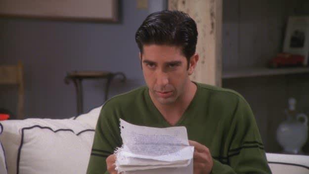 Ross lendo a carta de Rachel.