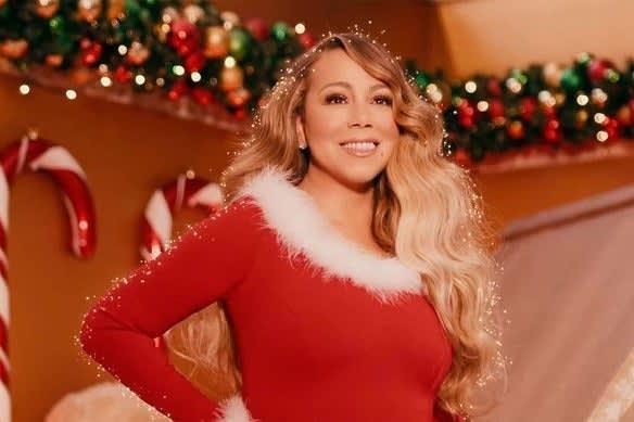 Foto da Mariah Carey com roupas natalinas