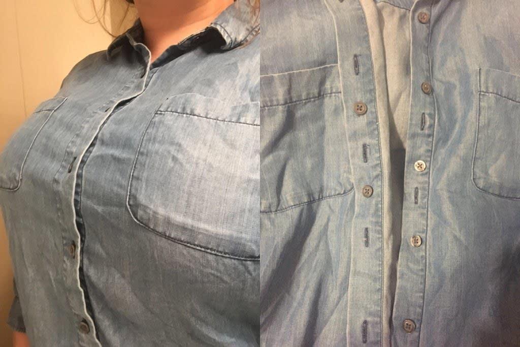Uma camisa de botões com uma camada extra de botões do lado de dentro