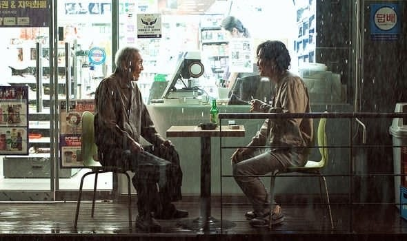 The old man and Gi Hun talking in front of a convenience store.