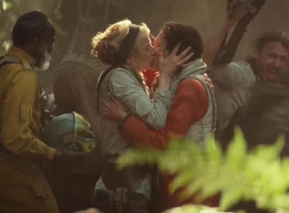 Two women share a passionate kiss in Star Wars: The Rise of Skywalker