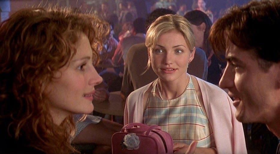 Kimmy olhando para Julianne flertando com Michael