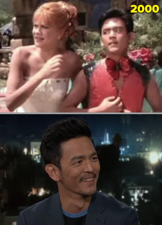 """John Cho em """"Flintstones"""" e numa entrevista em 2018"""
