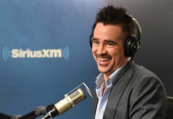 collin ferrell sorrindo em uma entrevista de rádio