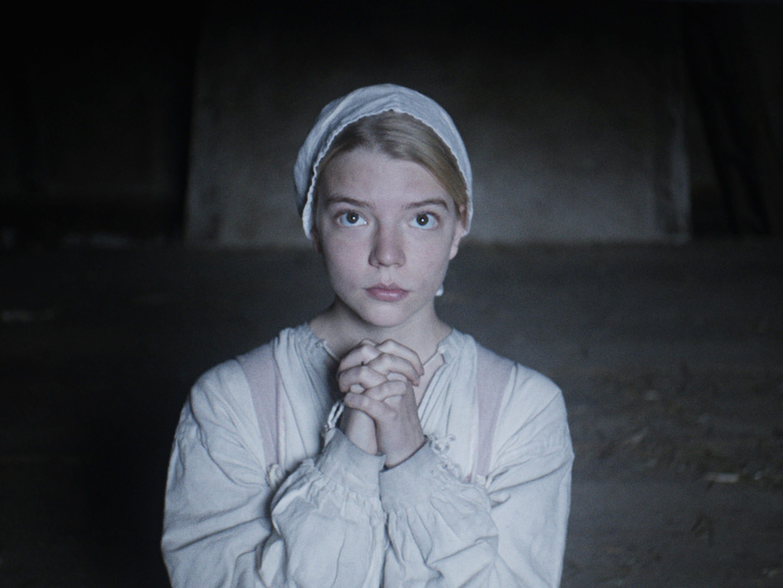 "Anya Taylor-Joy rezando em ""A Bruxa"""