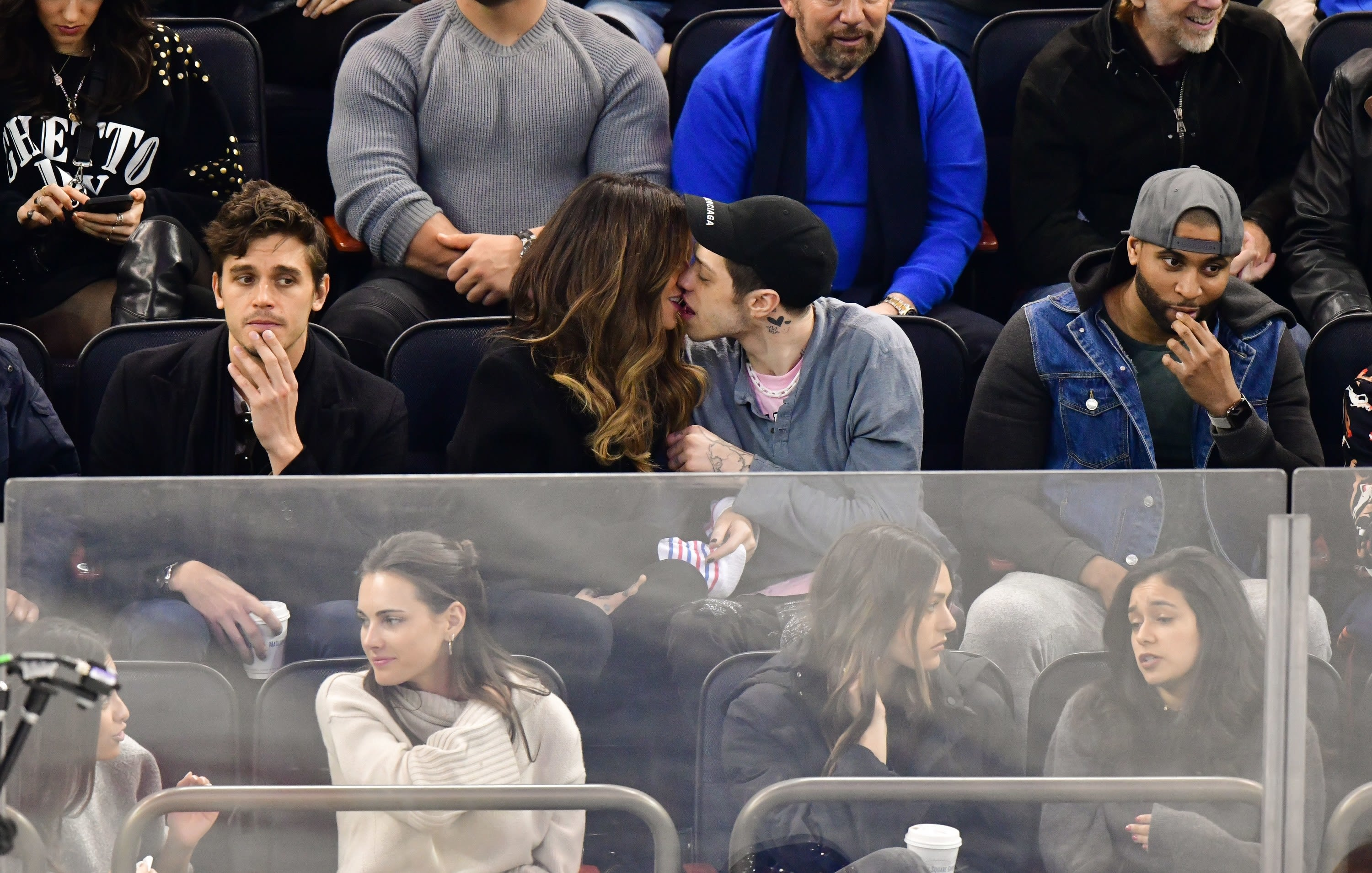 kate and pete kissing