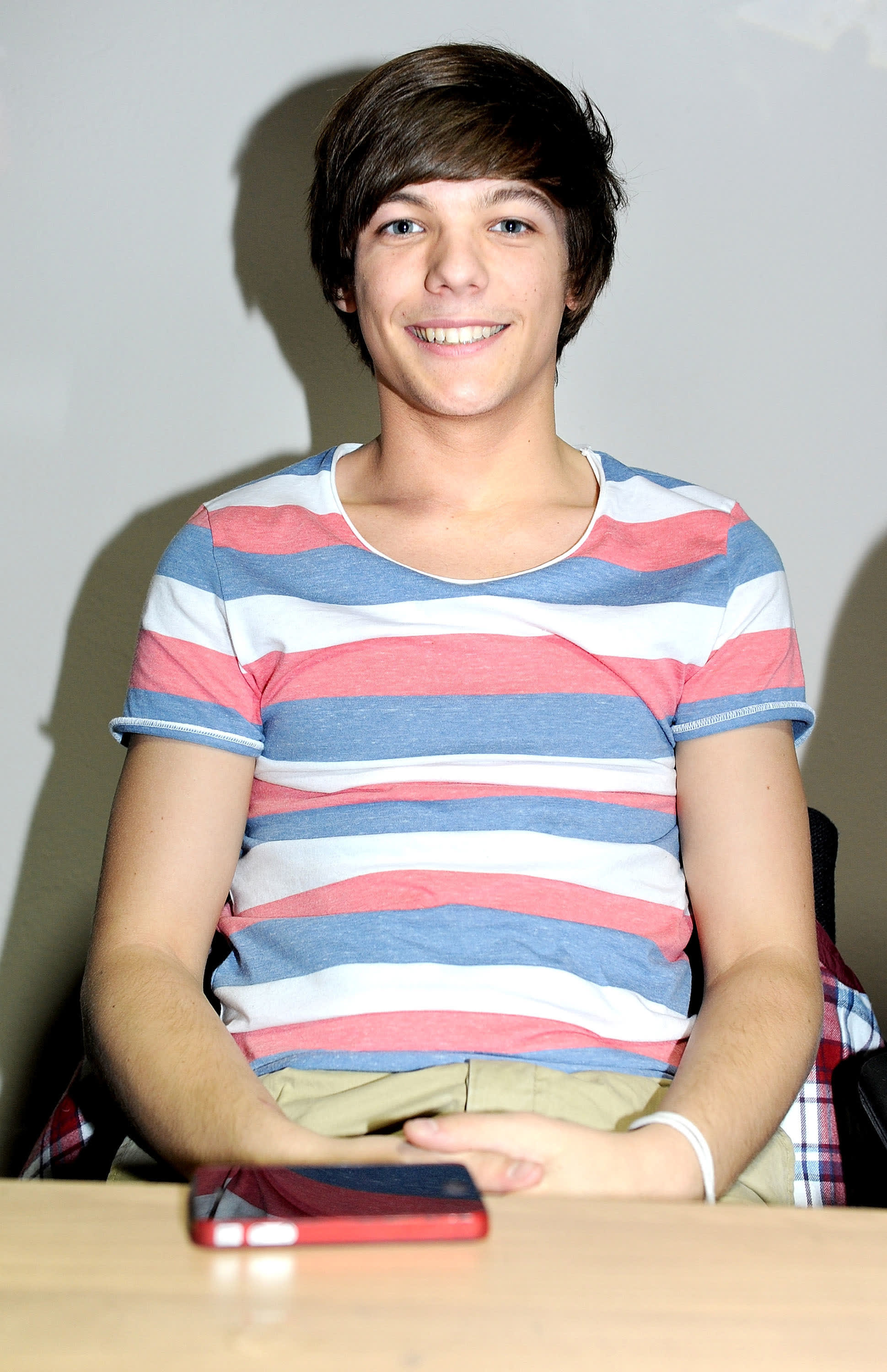 Tomlinson at a One Direction book signing in 2011