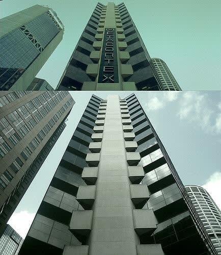 Foto do prédio no filme e do prédio real