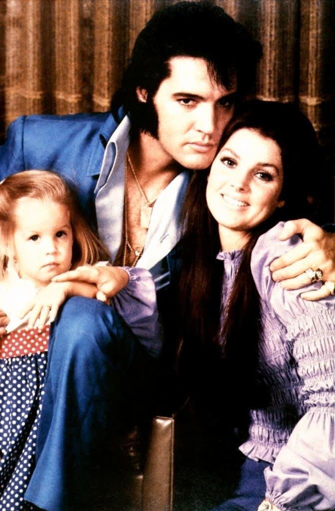 Elvis PRESLEY, com a esposa Priscilla e sua filha Lisa-Marie
