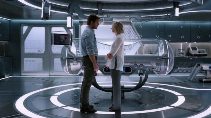 Imagem de Chris Pratt e Jennifer Lawrence no filme passageiros.