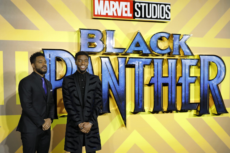"Ryan Coogler e Chadwick Boseman no tapete vermelho de ""Pantera Negra"""