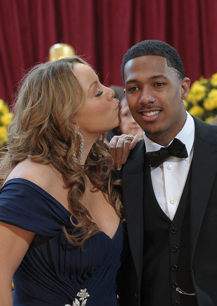 nick canon getting a kiss from mariah