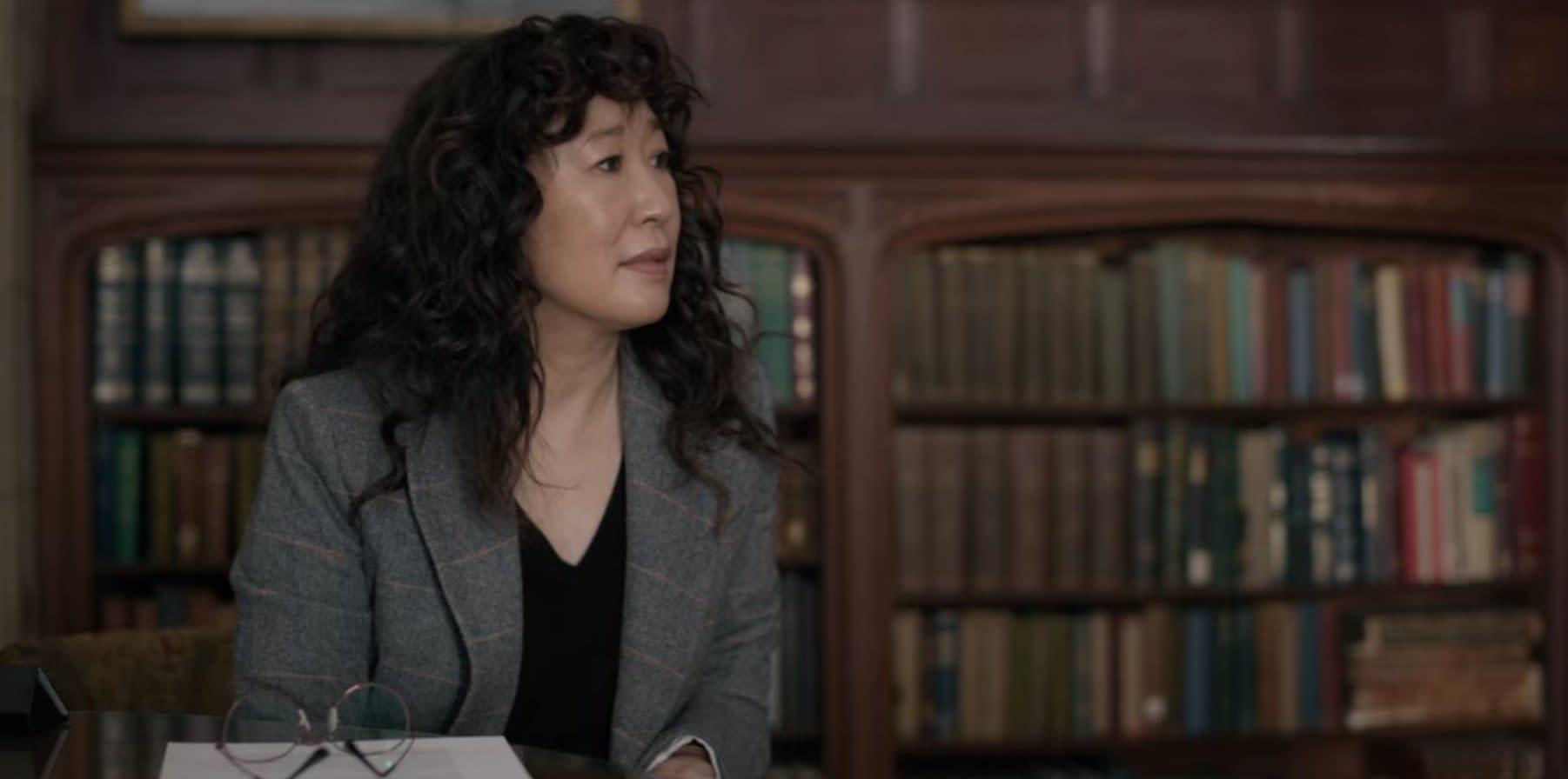 Ji-Yoon talking to Yaz