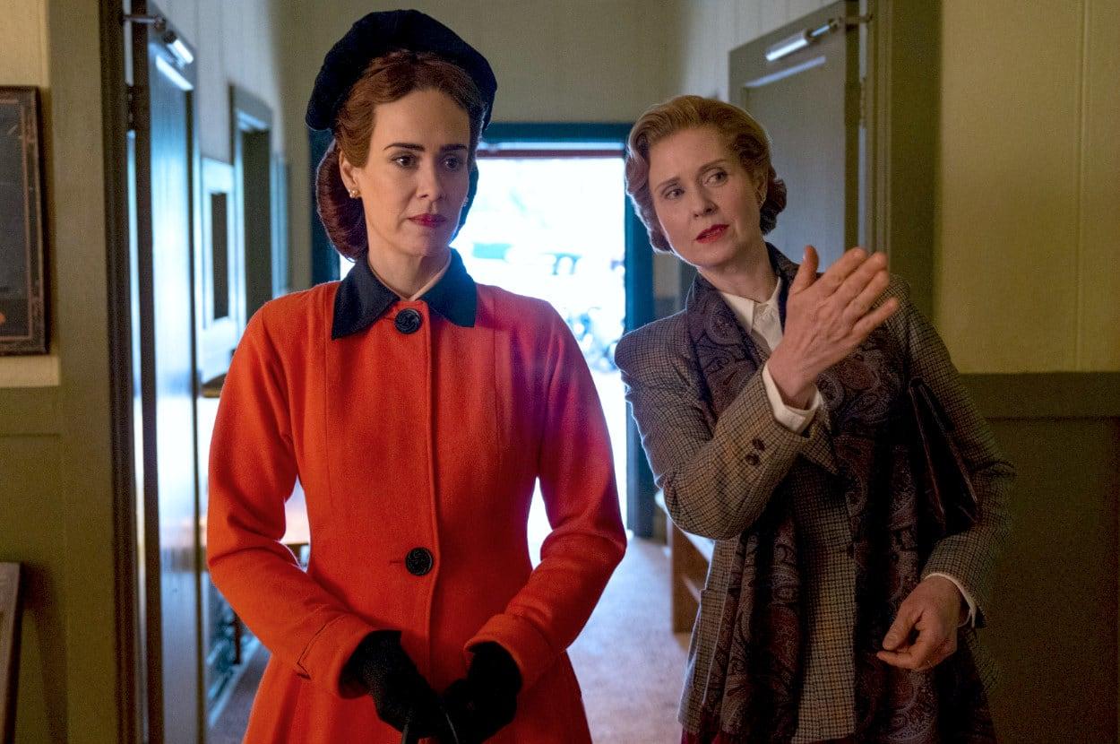 "Mildred e Gwendolyn em ""Ratched""."