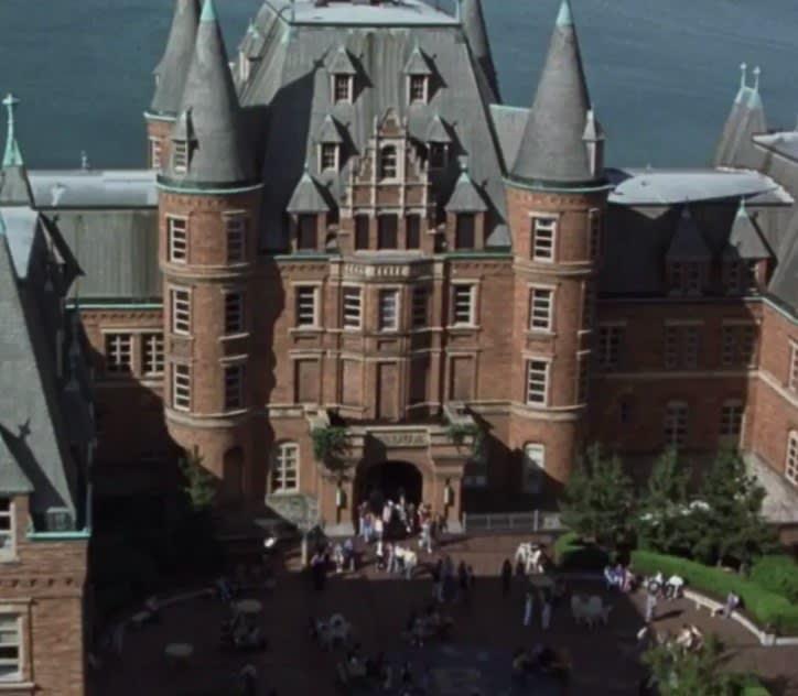 """A escola que parece um castelo em """"10 coisas que odeio em você"""""""