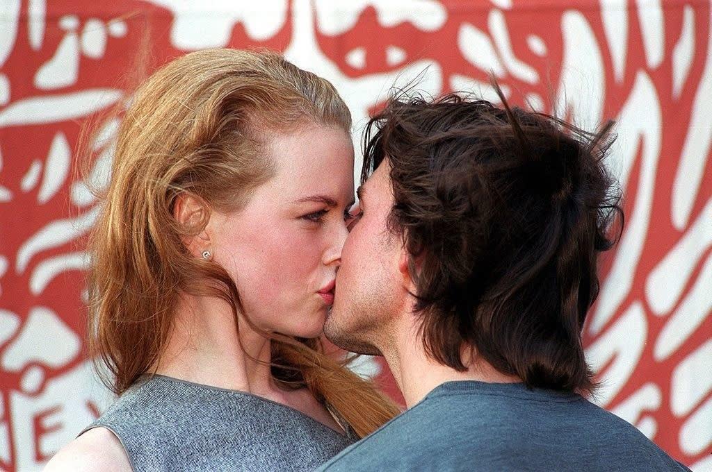 nicole kidman and tom cruise kissing