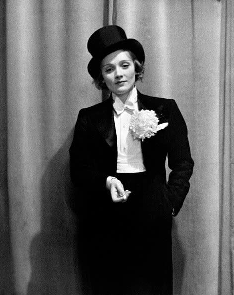 Marlene Dietrich de terno