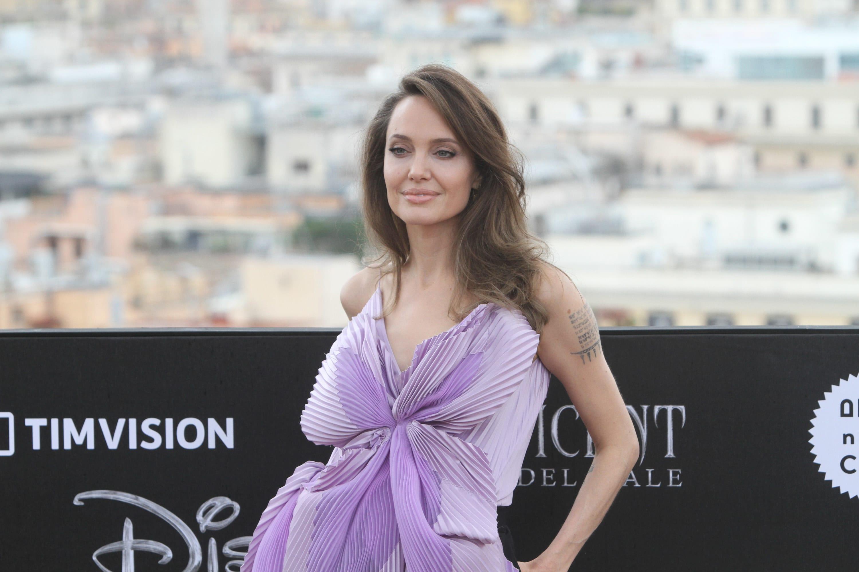 """Angelina Jolie no lançamento de """"Malévola: Dona do Mal"""""""