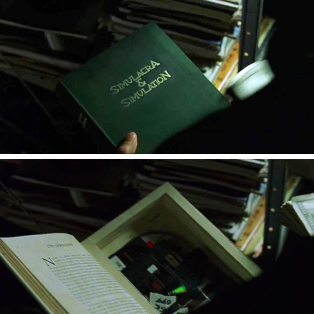 Foto do livro com fundo falso no filme