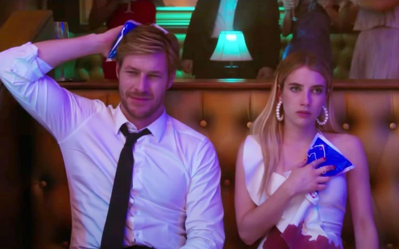 Sloane e Jackson em uma festa