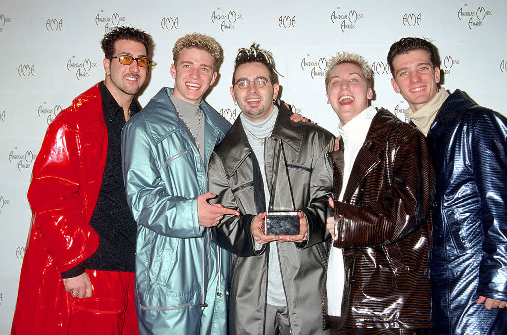 theyre wearing ski suits at the american music awards