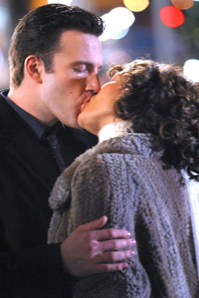 brad and jen kissing deeply
