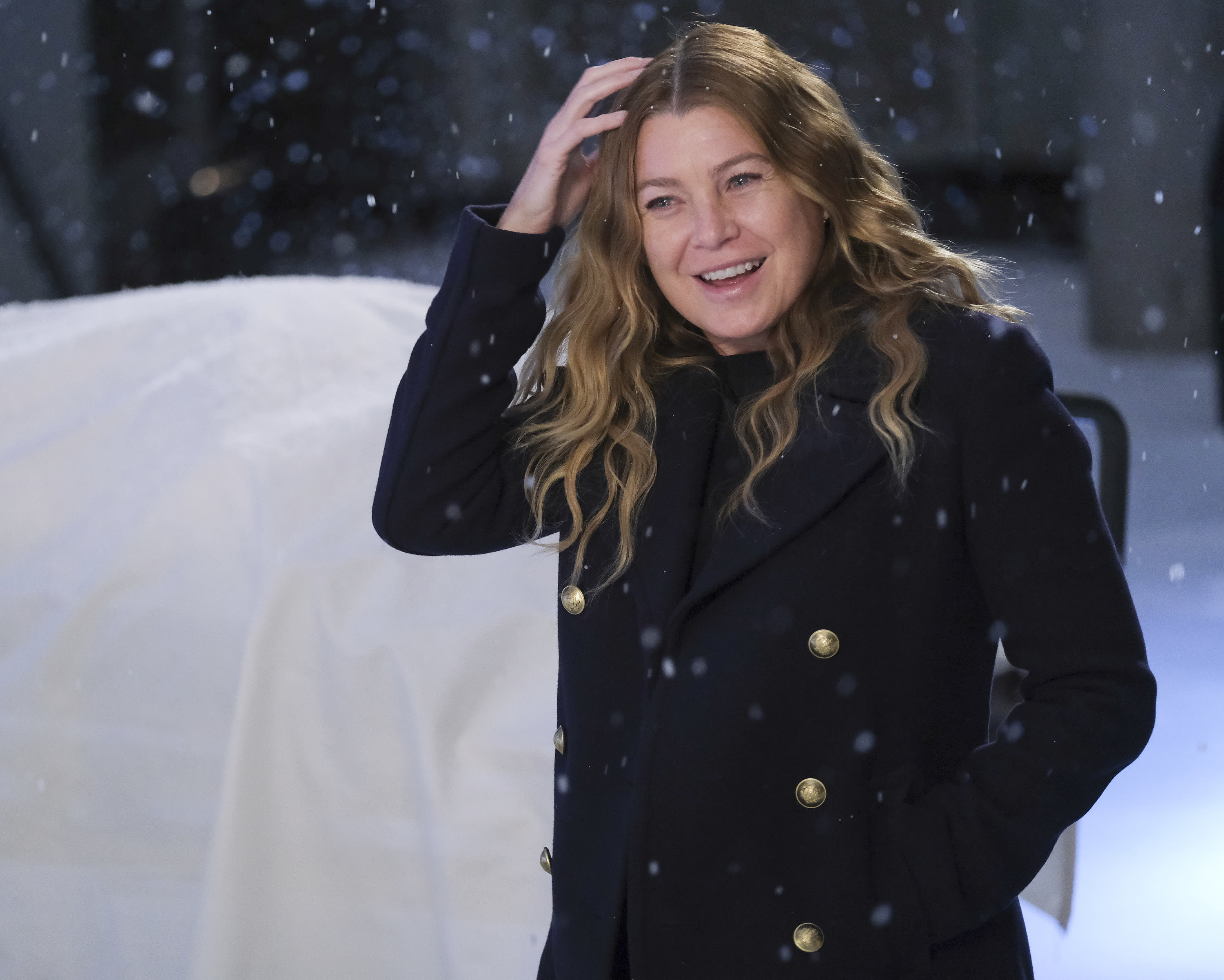 Pompeo touches her hair in the snow