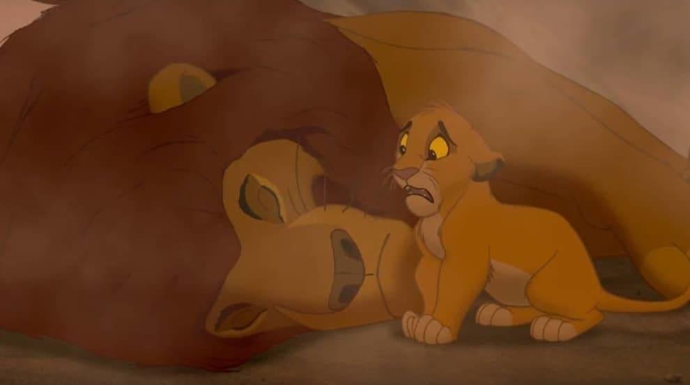 """Simba tentando acordar o pai em """"Rei Leão"""""""