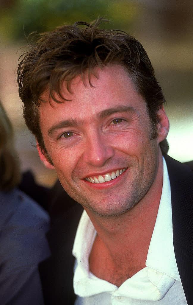 Hugh sorrindo