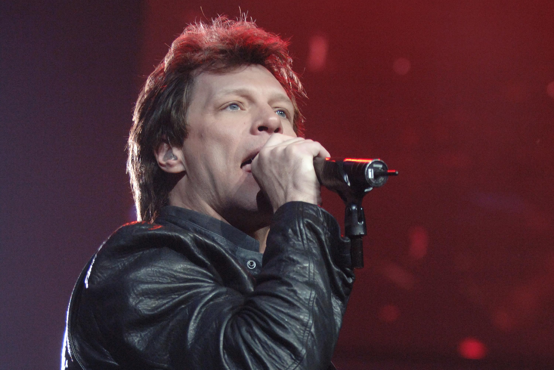 Jon cantando