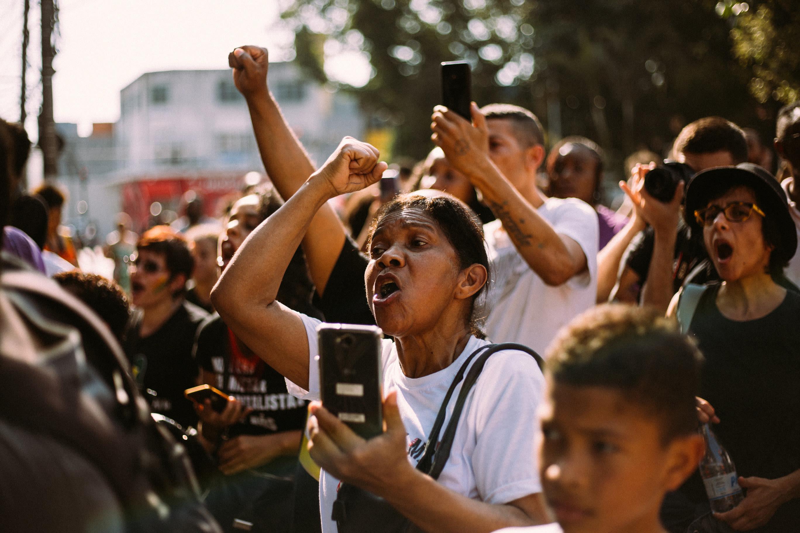 Manifestação pela tortura sofrida por um adolescente que foi chicoteado por seguranças numa unidade do mercado Ricoy