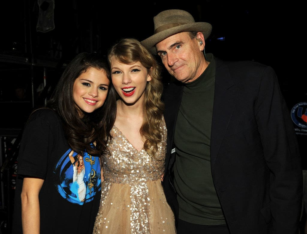"""Elena Gomez, Taylor Swift, and James Taylor pose during the """"Speak Now World Tour"""" at Madison Square Garden 2011"""