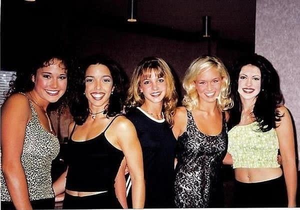 Britney Spears novinha com outras integrantes da girl band