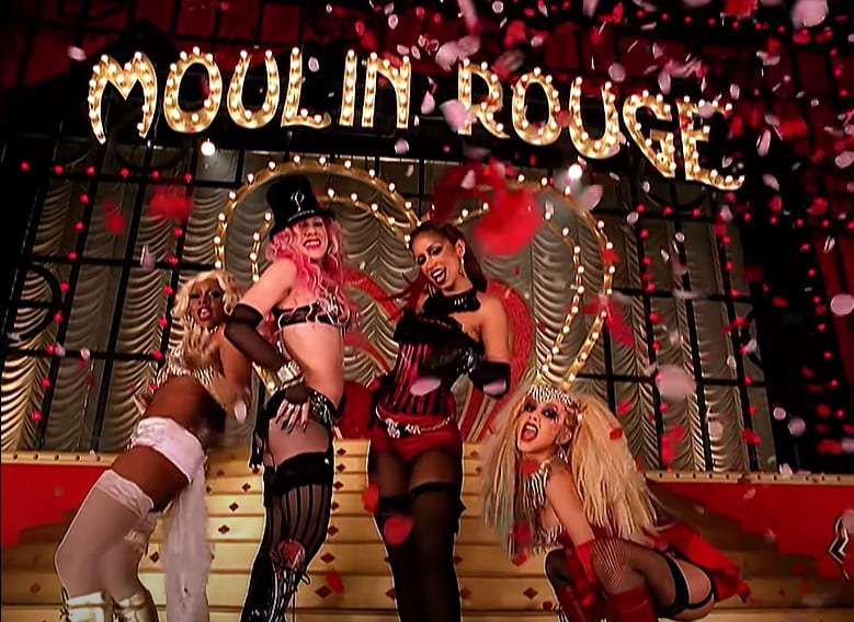 "Foto do clipe ""Lady Marmalade"", de Christina Aguilera, Pink, Mya, e Lil' Kim."