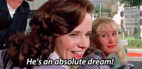 """A mãe de  """"De volta para o futuro"""" falando para outra mulher """"Ele é um sonho!"""""""