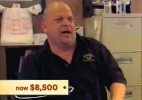 Rick, seu pai e um amigo são donos da loja