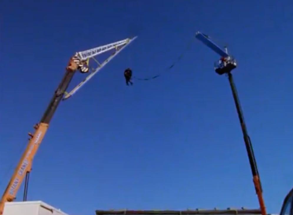 Foto de Keanu pulando de bungee jump