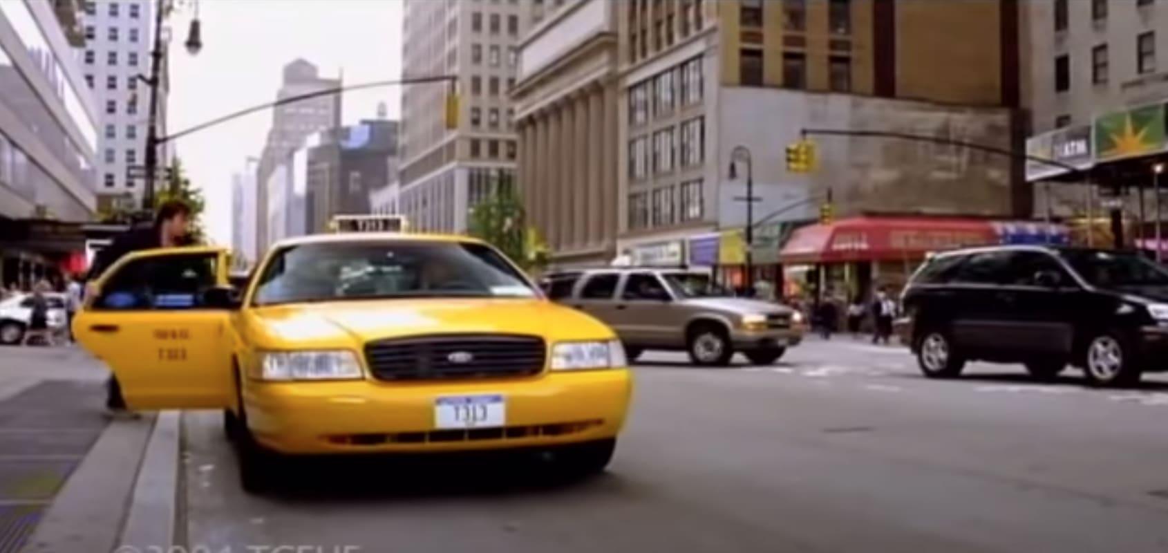 """Jimmy Fallon entre em um taxi nas gravações de """"Taxi"""""""