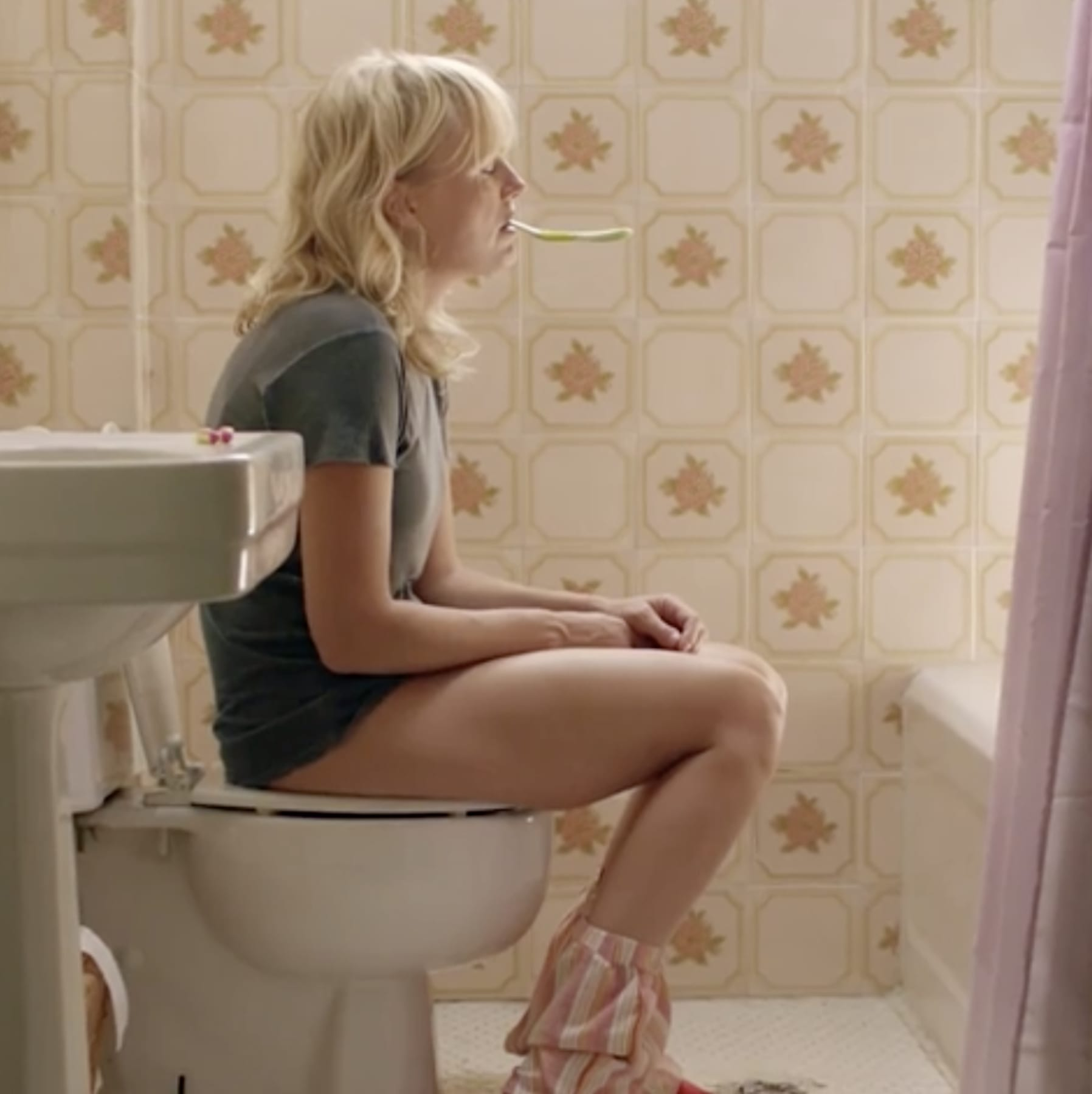"""Malin Åkerman in """"Chick Fight"""" peeing on the toilet with a toothbrush in her mouth"""