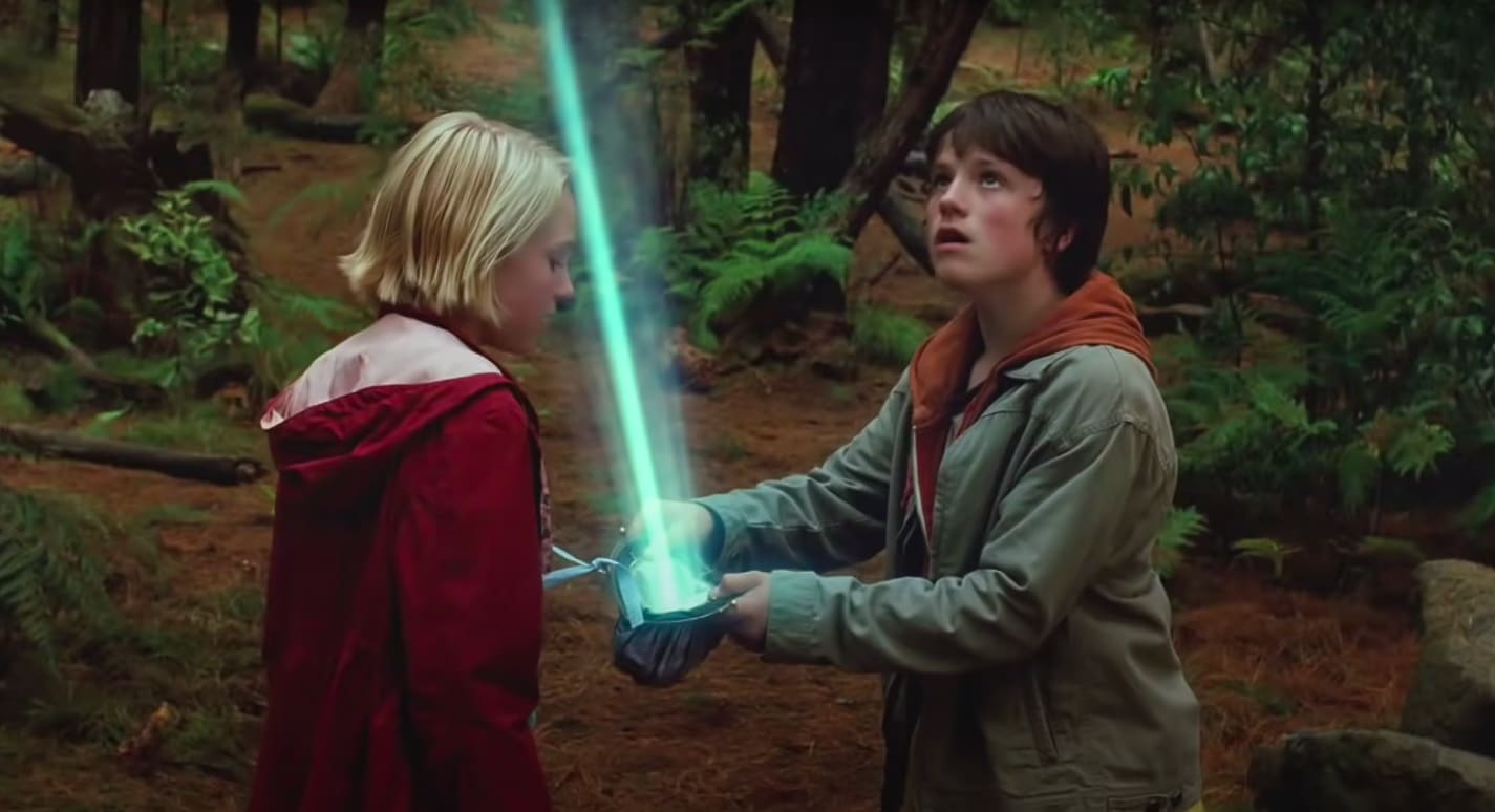 "Leslie and Jess holding a light beam in ""Bridge to Terabithia"""