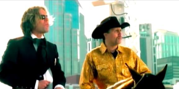 "Foto do clipe de ""Save a Horse (Ride a Cowboy)"" de Big & Rich."