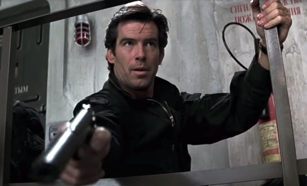 "Pierce Brosnan como James Bond em ""007 contra GoldenEye"""