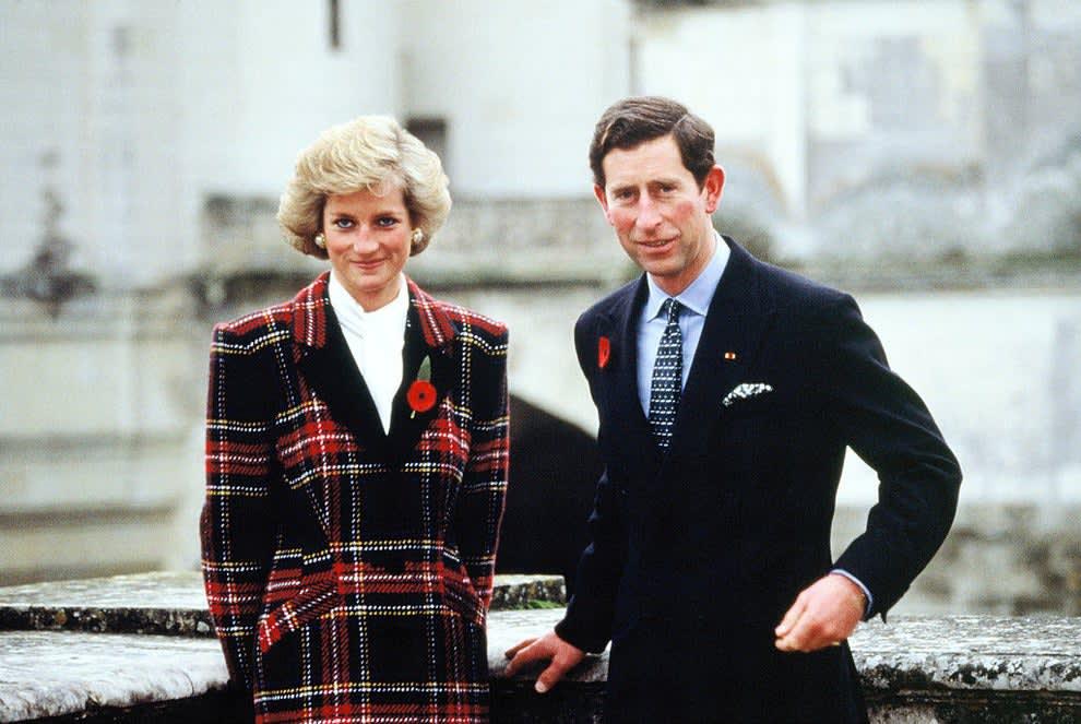 Princesa Diana ao lado do Príncipe Charles.